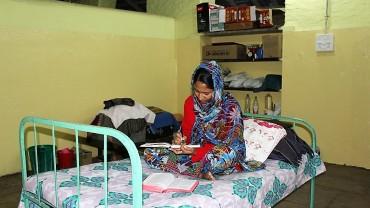 lady-writing-in-journal-priti-sadan
