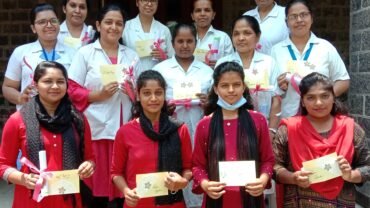 medical-team-with-certificates-2